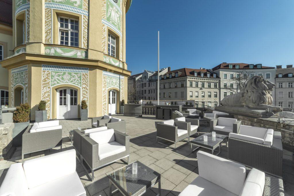 Terrace_Löwenbräukeller1