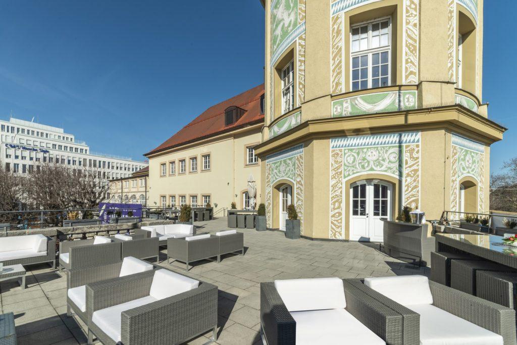 Terrace_Löwenbräukeller2