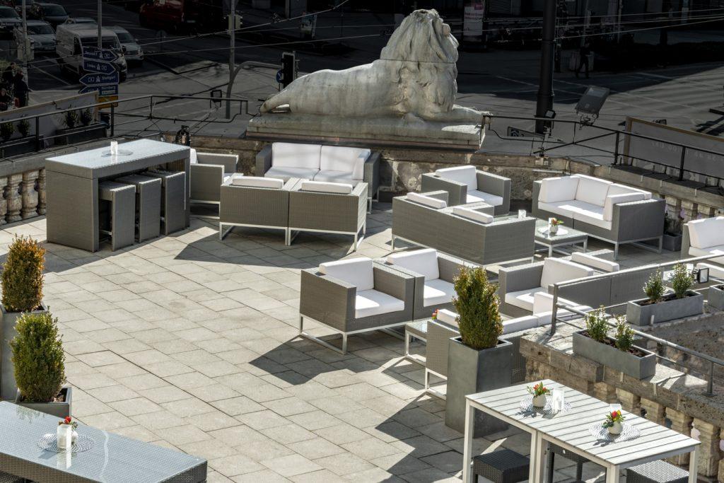 Terrace_Löwenbräukeller3