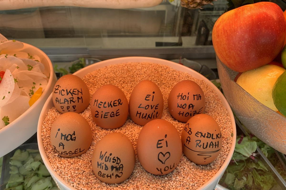Lustige Eier im Löwenbräukeller
